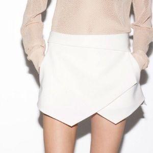 Zara asymmetrical envelope white skort